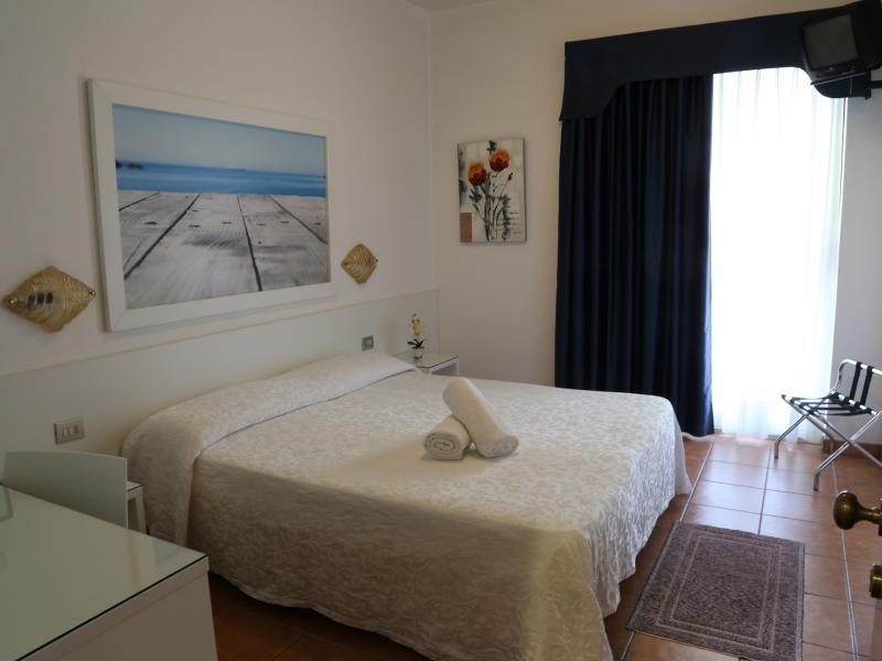 unsere zimmer hotel portofino jesolo. Black Bedroom Furniture Sets. Home Design Ideas